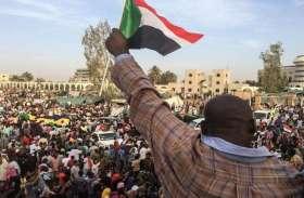 सूडान में सत्ता परिवर्तन को लेकर देशभर में प्रदर्शन जारी, देखें तस्वीरें