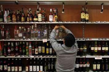 पीपरड़ा में होटल के पीछे से चल रहा था अवैध ठेका, दो लाख की शराब जब्त
