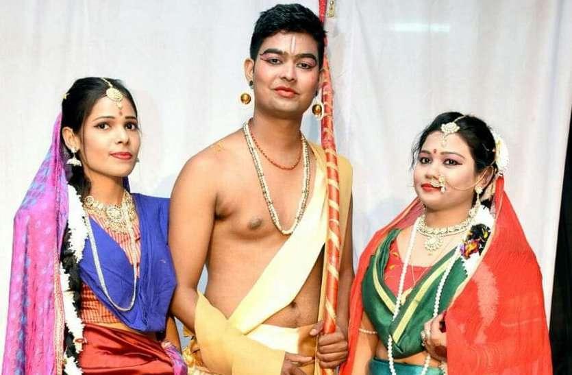 तस्वीरों में देखें कैसे मंच पर जीवंत हुए त्रेता युग के राम...