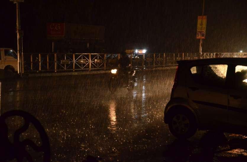 VIDEO ये क्या अचानक रात में बरसे मेघ, और फिर हो गया ब्लेक आउट