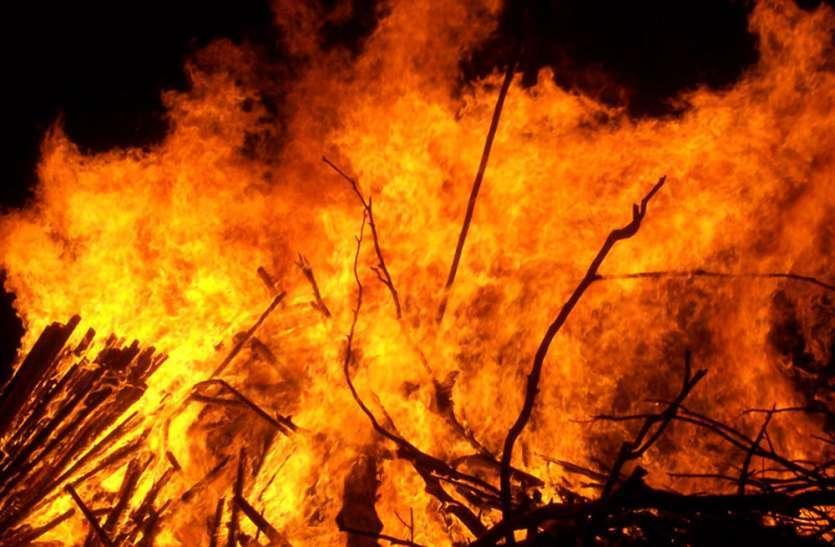 आग से केलूपोश मकान जलकर राख, गांव में मची अफरा तफरी