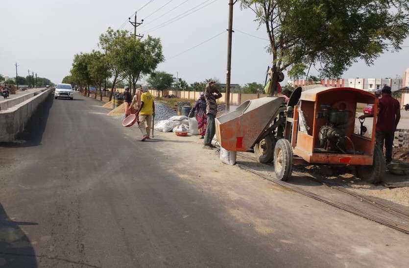 छह माह में भी नहीं बन पाई कलेक्टोरेट मार्ग की दो किलोमीटर की सड़क, आए दिन हो रही दुर्घटनाएं