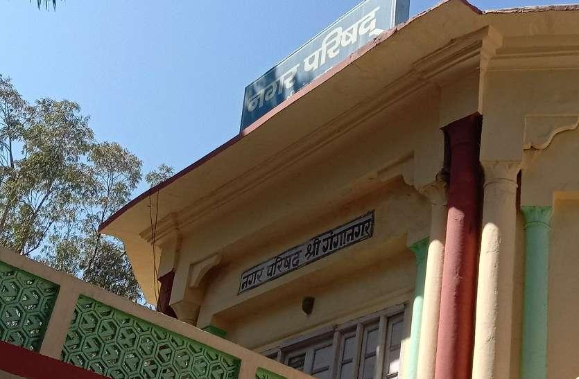 पेचवर्क के नाम पर पचास लाख रुपए का भुगतान फिर भी जर्जर पड़ी है शहर की अधिकांश गलियां
