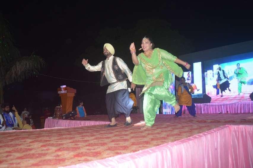 Punjabi Samaj ne manaya BAISAKHI PARV