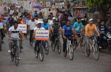 100 प्रतिशत मतदान के लिए साइकिल पर सवार हुए जिले के प्रशासनिक अधिकारी