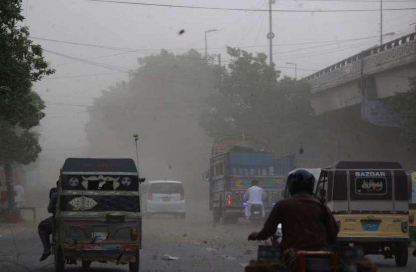 पाकिस्तान में धूल भरी आंधी ने मचाई तबाही, 25 लोगों की मौत
