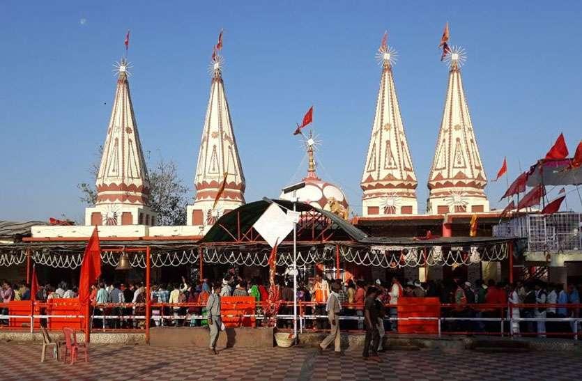करीला मेला कल: न बेरीकेटिंग हुई और न लाइटिंग, मंदिर के आगे पहाड़ी पर कचरे के ढ़ेर