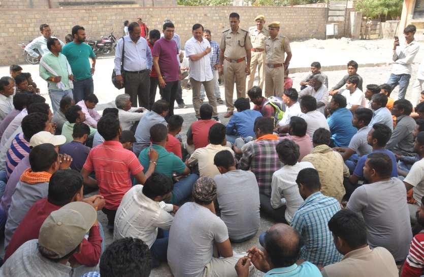 50 घंटे बाद मुआवजे की सहमति पर उठाया श्रमिक का शव