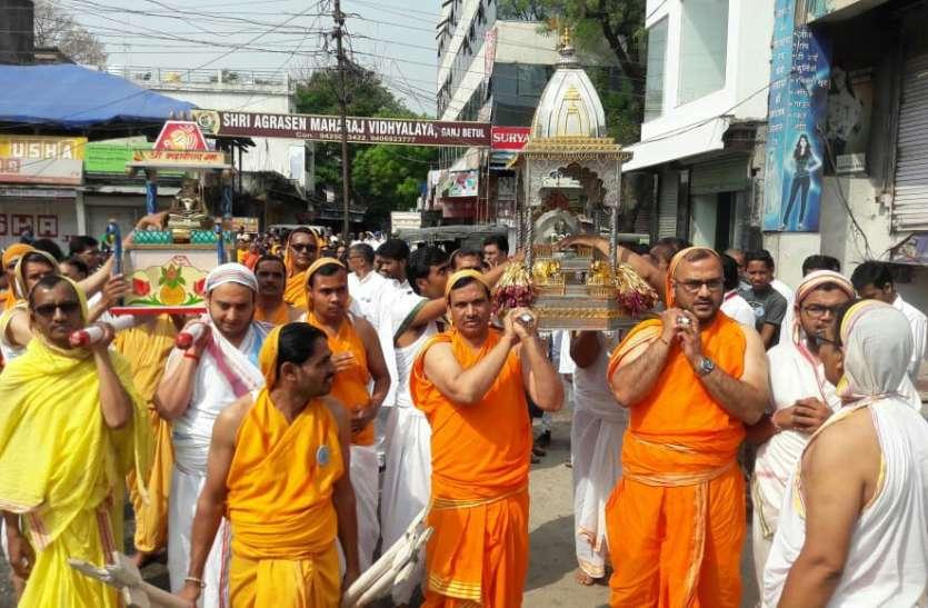 शोभायात्रा के साथ मना भगवान महावीर का कल्याणक महोत्सव