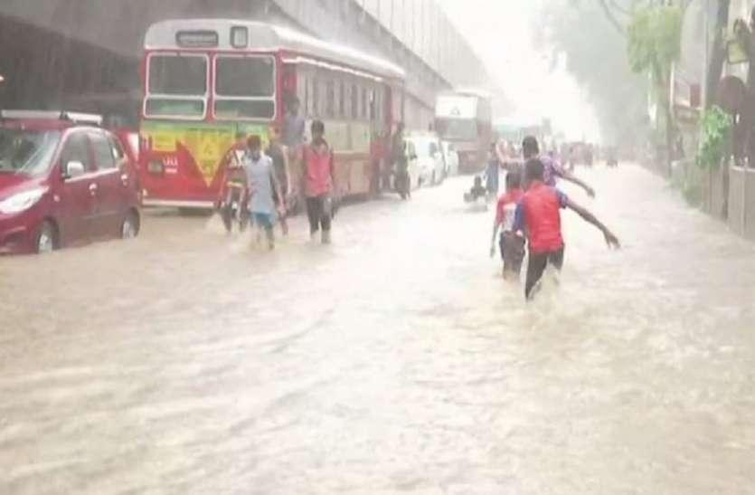 बारिश का कहर, बदलते मौसम ने ली 30 से ज्यादा जान
