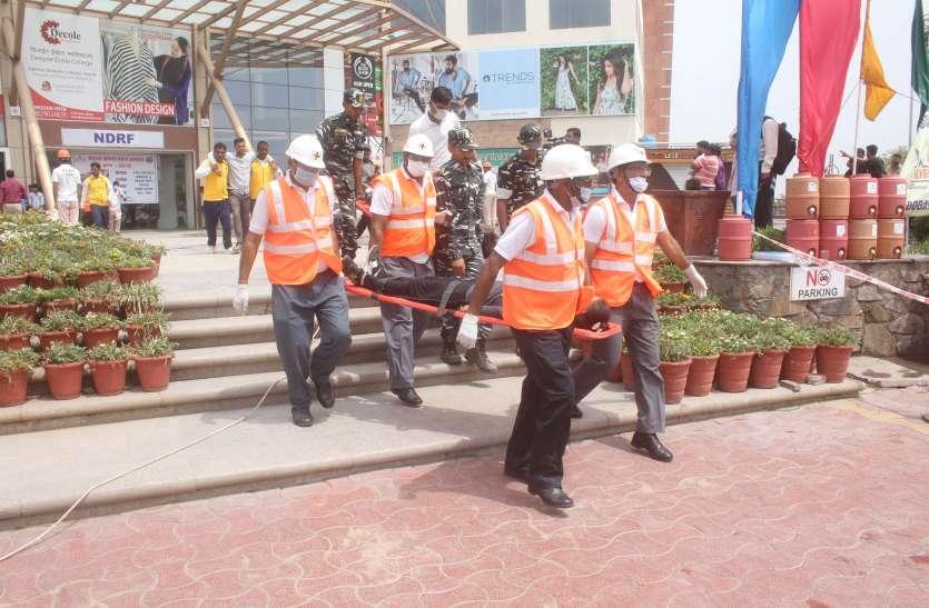 भूकम्प के बाद मॉल में लगी आग, हिल गई सुरक्षा एजेंसियां