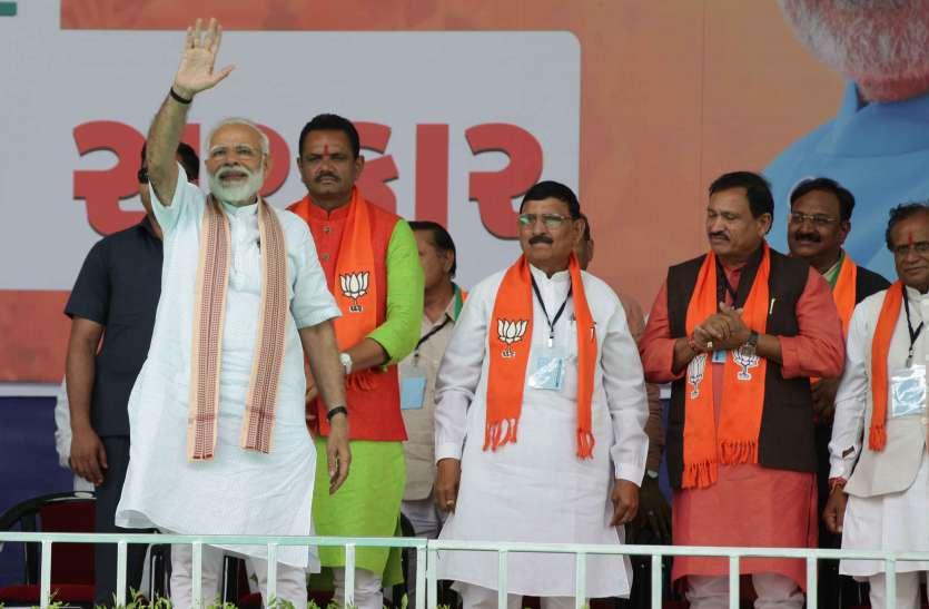 प्रधानमंत्री मोदी ने कहा, कांग्रेस हटेगी तो गरीबी अपने-आप हटेगी