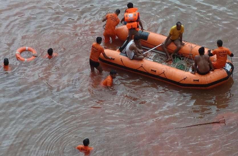 150 फीट गहरे खदान में पाइप जोडऩे गया चालक डूबा