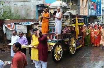 रिमझिम बारिश के बीच निकली श्रीजी की शोभायात्रा...देखिए वीडियो