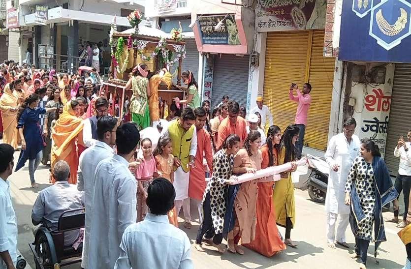 भगवान महावीर के जन्म कल्याणक महोत्सव में निकाली गई भव्य शोभायात्रा, जगह-जगह हुआ स्वागत