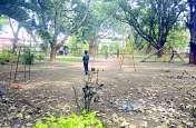 पार्कों से बच्चों के मनोरंजन के लिए उपलब्ध संसाधन हो जा रहे हैं गायब