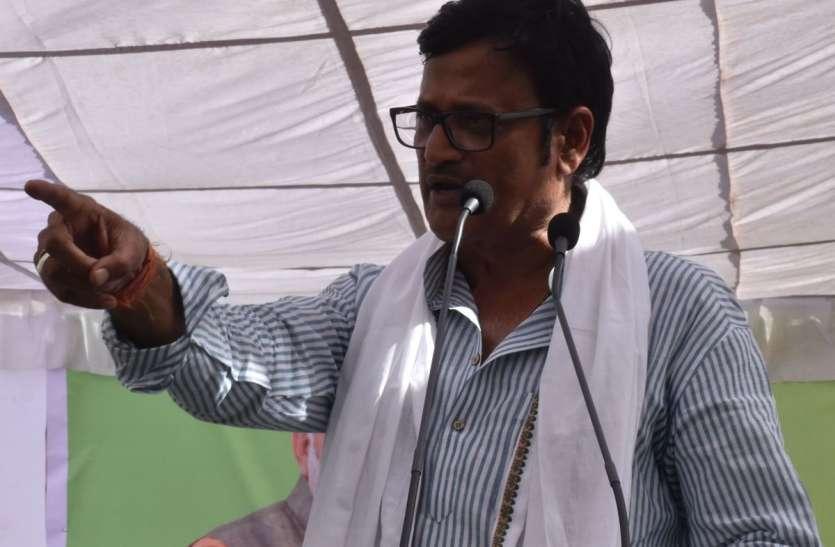 एनडीए प्रत्याशी हनुमान बेनीवाल की नामांकन सभा में शामिल हुए भाजपा के दिग्गज नेता