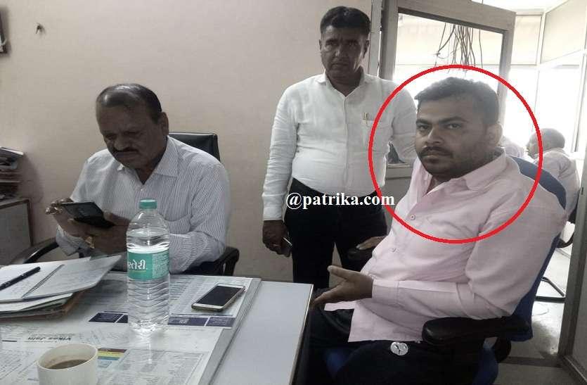 सवाईमाधोपुर में बैंक का हैड कैशियर 15 हजार रुपये की रिश्वत लेते रंगे हाथों हुआ गिरफ्तार जानिये पूरी खबर