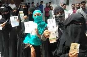 भाजपा के गढ़ में मतदान करने उमड़ी मुस्लिम महिला-पुरुषों की भारी भीड़, किस ओर कर रही इशारा, देखें वीडियो-