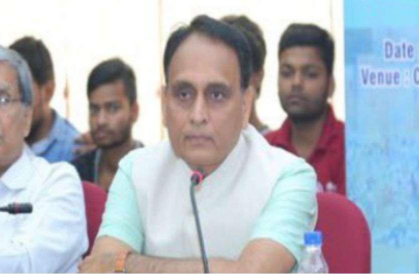 BJP MP ने 300 लोगों के समर्थन का दावा के साथ उपराष्ट्रपति को लिखा पत्र, 2 शिक्षकों ने किया इनकार