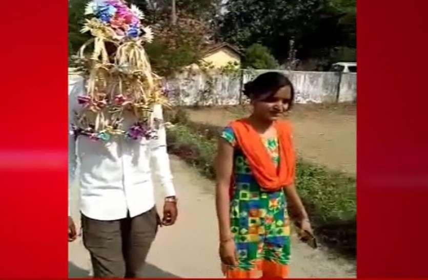 शादी का सेहरा पहने बहन के साथ पोलिंग बूथ पहुंचा दुल्हा, मतदान के बाद निकली बारात