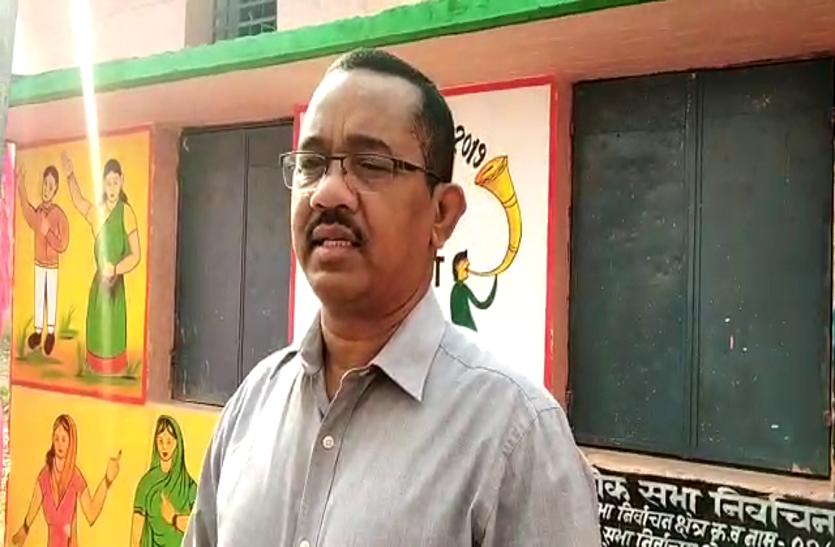 video: महासमुंद सीट में तेजी से बढ़ रही वोटिंग परसेंट, गरियाबंद कलेक्टर सहित अन्य वरिष्ठ ने किया मतदान