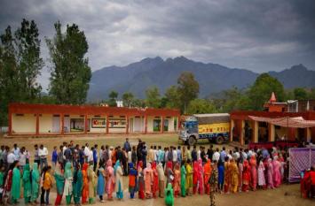 जम्मू-कश्मीर: दो लोकसभा सीटों पर 45.5 प्रतिशत मतदान,उधमपुर से केंद्रीय मंत्री जितेंद्र सिंह और श्रीनगर से फारूक़ अब्दुल्ला की साख दांव पर