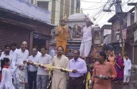 तस्वीरों में देखें भगवान महावीर जयंती के नजारे...