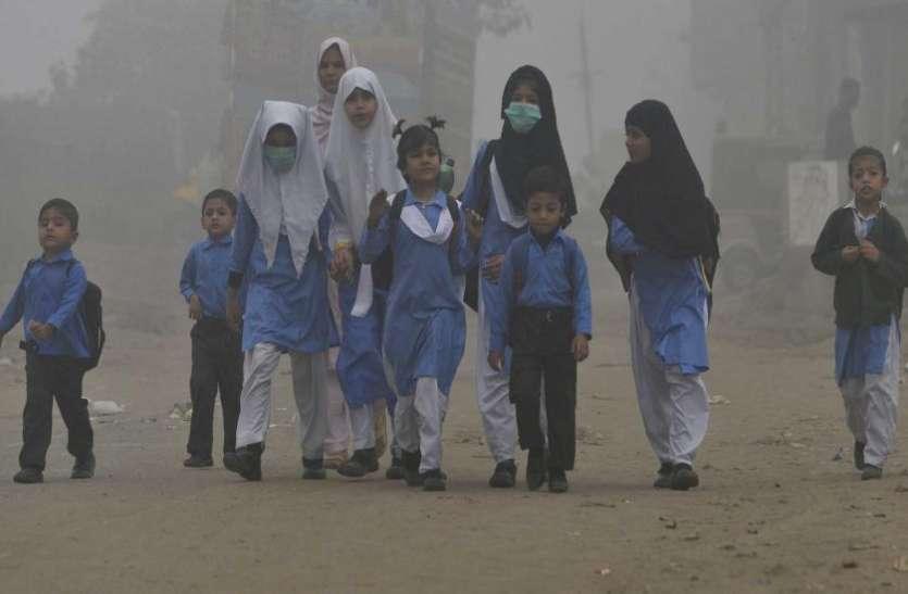 पाकिस्तान में बदलते मौसम ने मचाई तबाही, अब तक 49 लोगों की मौत