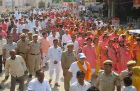 भगवान महावीर स्वामी जन्मोत्सव पर निकाली प्रभात फैरियों का घण्टाघर पर हुआ संगम
