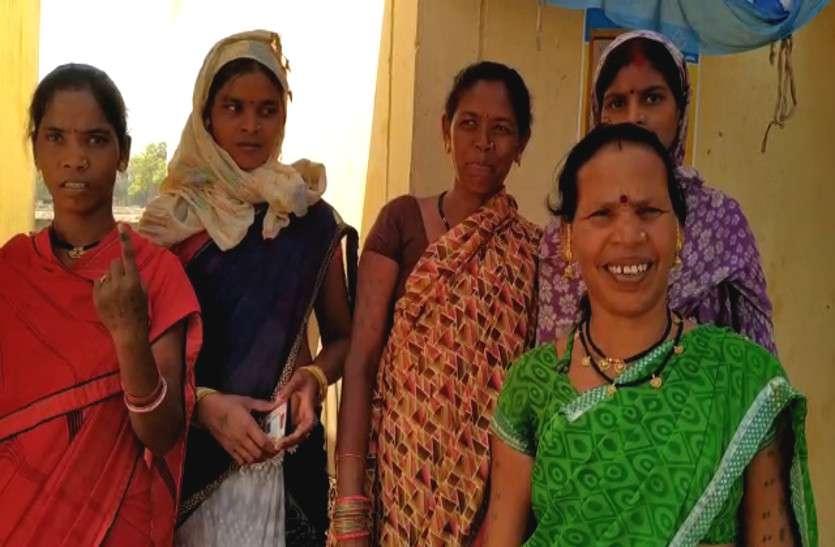 मतदान के लिए उत्साहित महिलाओं ने कहा- जो बच्चों को शिक्षा दे उसे चुनेंगे पीएम