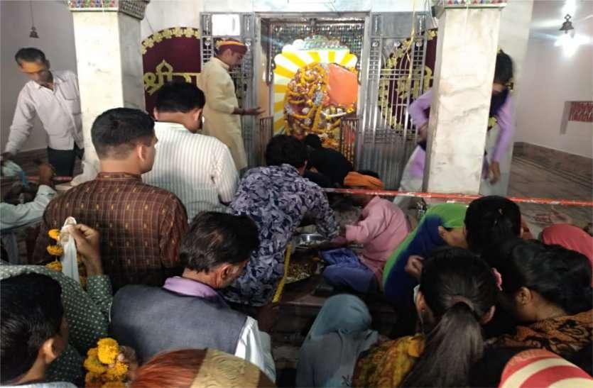 जय श्रीराम के नारों से गूंजा शहर, मंदिरों में लगा रहा श्रद्धालुओं का तांता