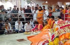 मुख्यमंत्री कमलनाथ ने बेटे नकुल नाथ के साथ की जामसांवली में हनुमान जी की पूजा-अर्चना