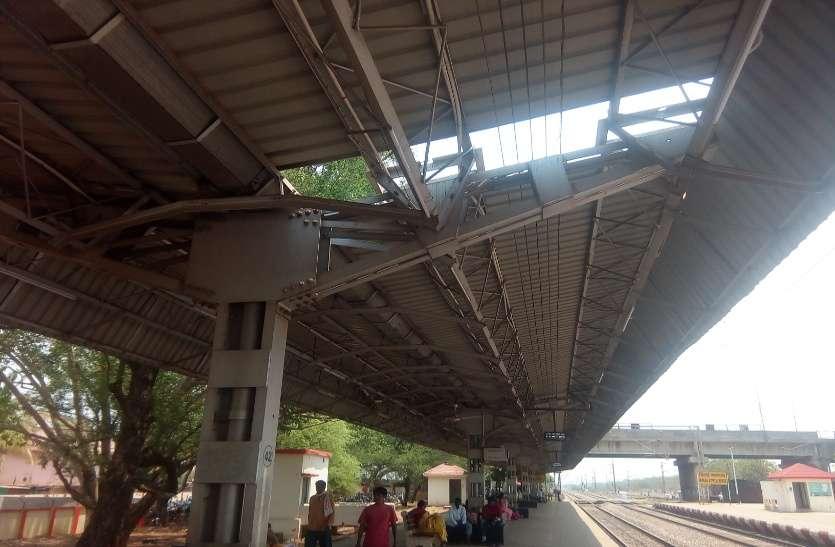 रेलवे ने 9 दिन में नहीं बदल पाई प्लेटफार्म की शीट