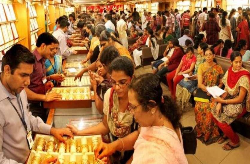 एक माह में 2000  रुपए तक सस्ता हुआ सोना, अक्षय तृतीया के लिए चमकने लगा सराफा