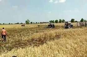 गेहूं के खेत मे लगी आग, डेढ़ बीघा में फसल जल कर हुई राख