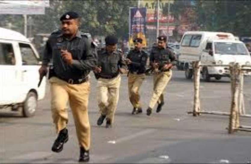 पाकिस्तान में नाबालिग हिंदू लड़की का अपहरण, लोगों ने जमकर विरोध प्रदर्शन किया