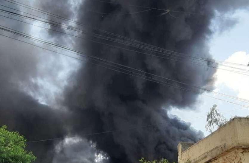 बीएसएनएल के स्टोर रूम में भड़की आग, लाखों का नुकसान