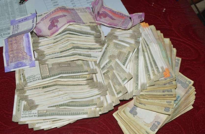 लोकसभा चुनाव...ट्रेन और प्लेटफार्म पर पकड़ाई 50 लाख से ज्यादा की रकम, सोने के जेवरात भी मिले