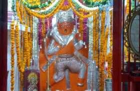 हनुमान जयंती विशेष: इस मंदिर में सचमुच लड्डू खाते हैं हनुमान बाबा, अर्जी लगाने वाले की पूरी करते हैं मनोकामना