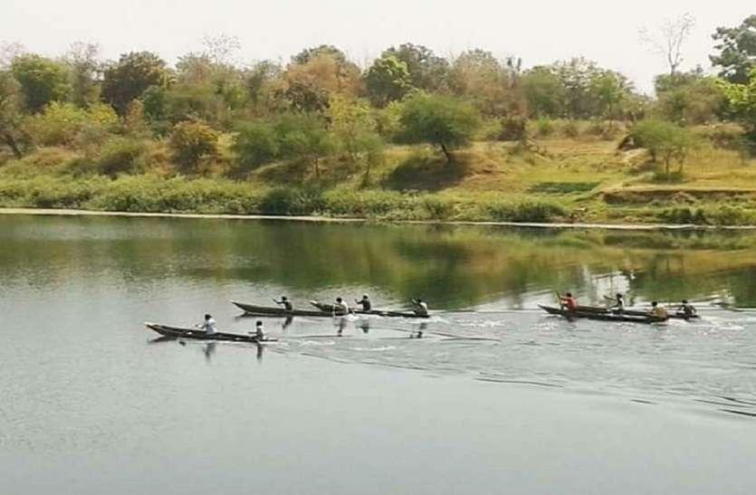 हनुमान चालीसा व सुन्दरकाण्ड के पाठ के साथ नौका दौड़ स्पर्धा का आयोजन