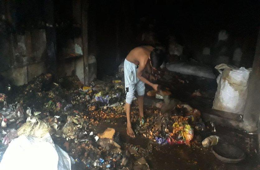 किराना व्यापारी की गोदाम में लगी भीषण आग से लाखों का नुकसान, पढ़े खबर