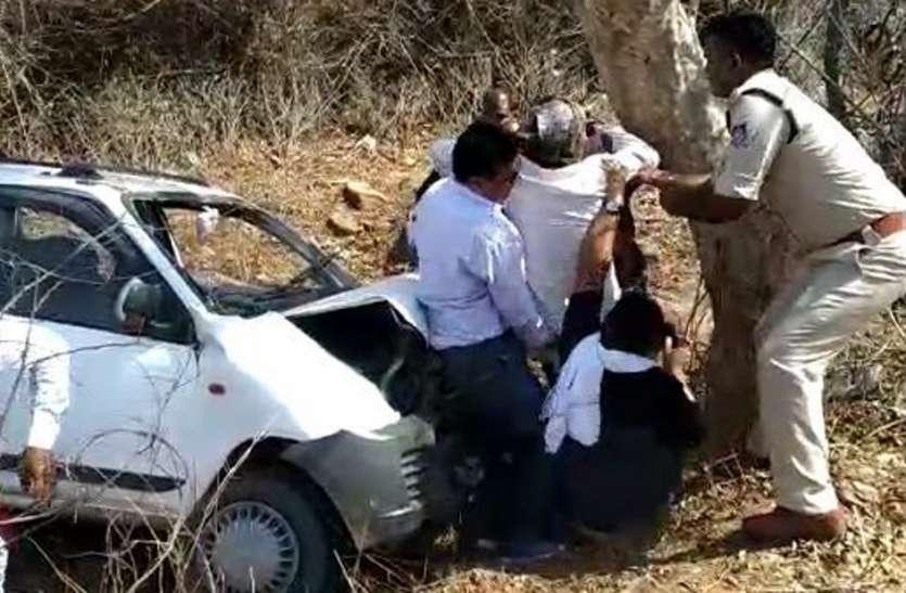 अनियंत्रितकार पेड़ से टकराई, खजुराहो लोस प्रत्याशी व समर्थक घायल