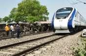 ट्रेन हादसे के बाद पांच सौ मीटर तक पटरियां गायब