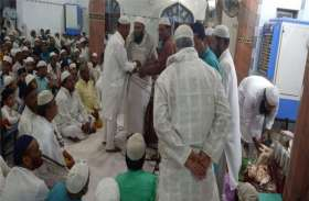 इबादत से रोशन हुई मस्जिदें, सुबह तक किए सजदे