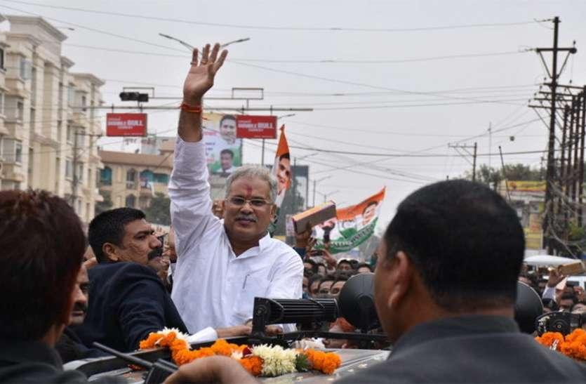कांग्रेस प्रत्याशी के लिए भूपेश बघेल ने किया रोड शो,कांग्रेस के दिग्गज नेता हुए शामिल