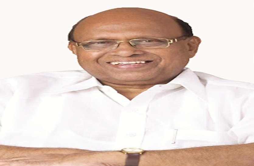 महाराष्ट्र की पूर्व मंत्री वर्षा ने कहा मौजूदा सांसद ने नहीं किया कोई काम