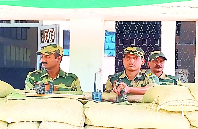 कड़ी सुरक्षा के बीच पीजी कॉलेज स्ट्रांग रूम में सील हुई अंतागढ़ और भानुप्रतापपुर विधानसभा की ईवीएम