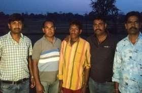 चुनाव से 2 दिन पहले छत्तीसगढ़-झारखंड बॉर्डर पर पुलिस ने इनामी नक्सली को किया गिरफ्तार, हत्या-आगजनी समेत इन अपराधों में था शामिल