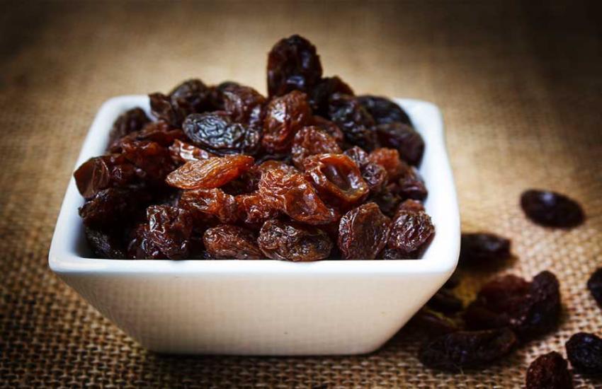Chew 7 To 8 Munakka In Empty Stomach, It Will Make Your Health Strong - सुबह  उठते ही अच्छे से चबाकर खा ले 7 से 8 मुनक्के, दूर हो जाएगी कमजोरी   Patrika  News